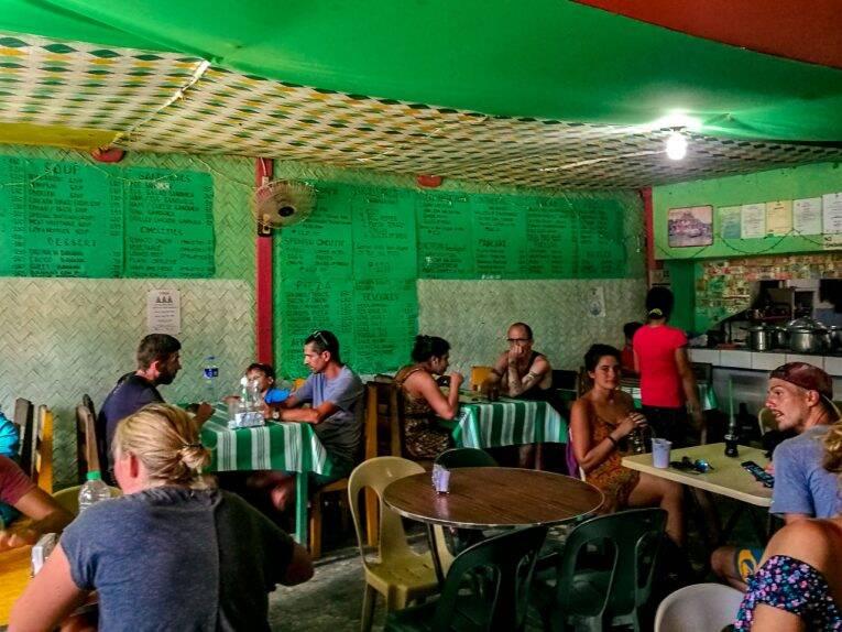 O simples Gacayan Restaurant com os menus na parede. | Foto: Victória/@naproadavida