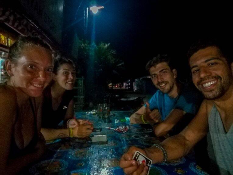 Jogando UNO e conversa fora com nossos amigos franceses Glenn e Stephanie.