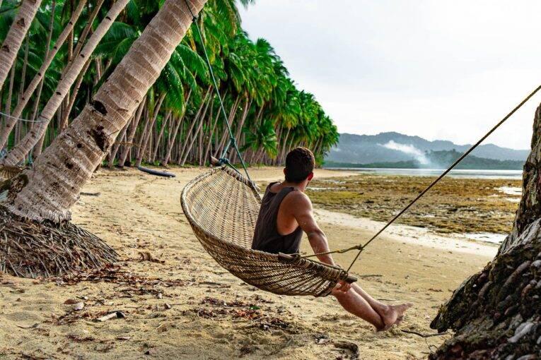 Em uma esteira esquecida na Coconut Beach, Port Barton. | Foto: Victória/@naproadavida