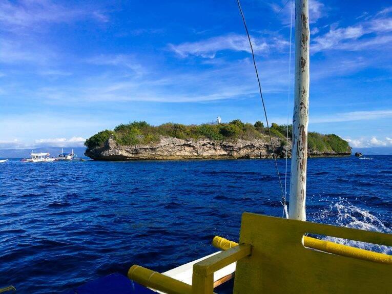 Pescador Island, uma das paradas do passeio de barco em Moalboal.