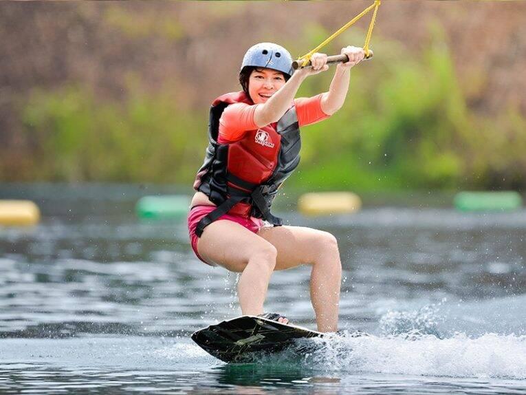 Curtindo uma tarde de wakeboard. | Foto: divulgação