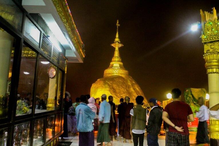 Golden Rock, no Myanmar.