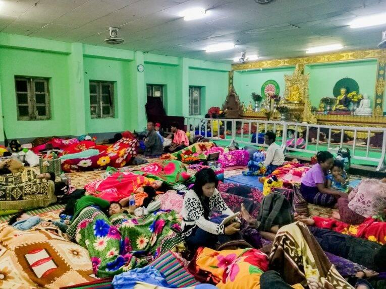 Onde os burmeses dormem, que é um local gratuito.