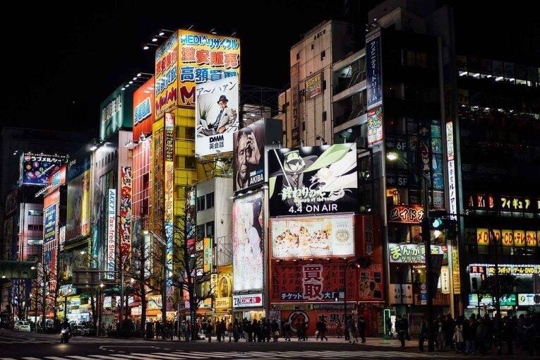 A região de Akihabara e Iidabashi durante a noite.