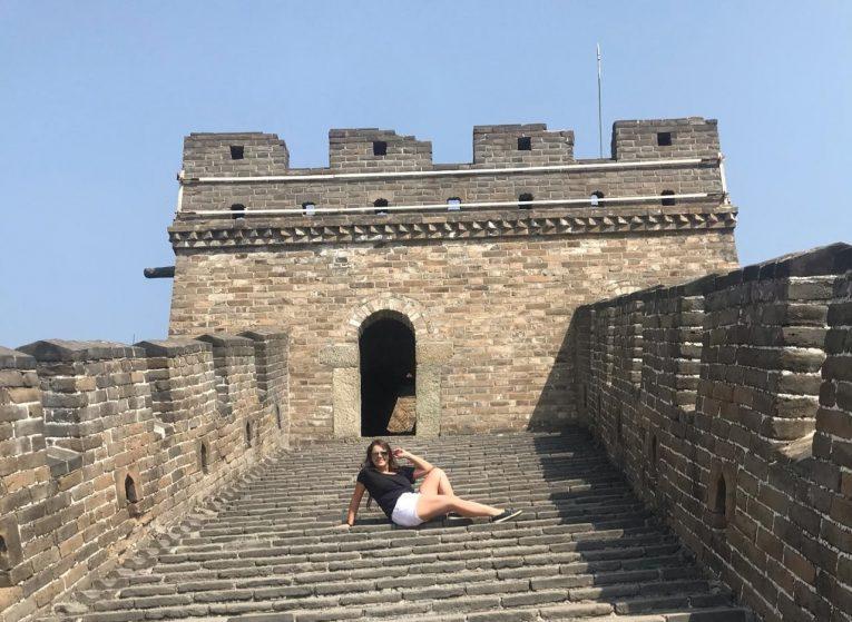 Mariana na China, prova que dá para viajar sem falar inglês.