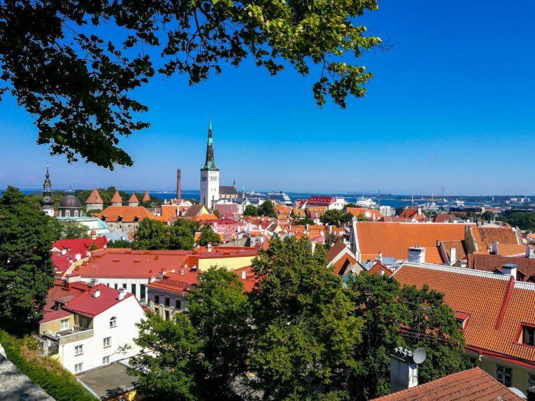 A cidade de Tallinn, na Estônia. | viagem de carona na Letônia