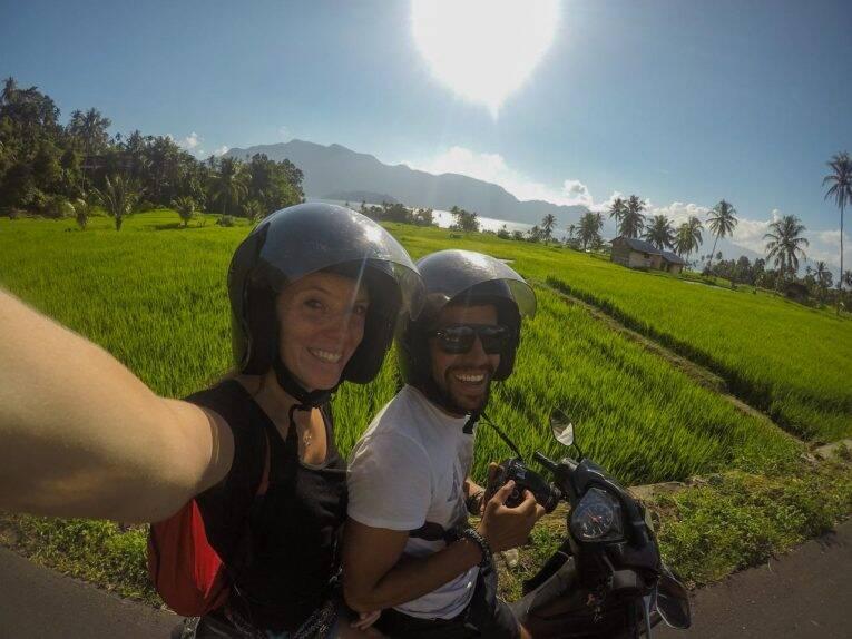 Curtindo o Danau Maninjau com uma moto na Indonésia - Um dos lagos mais famosos de Sumatra