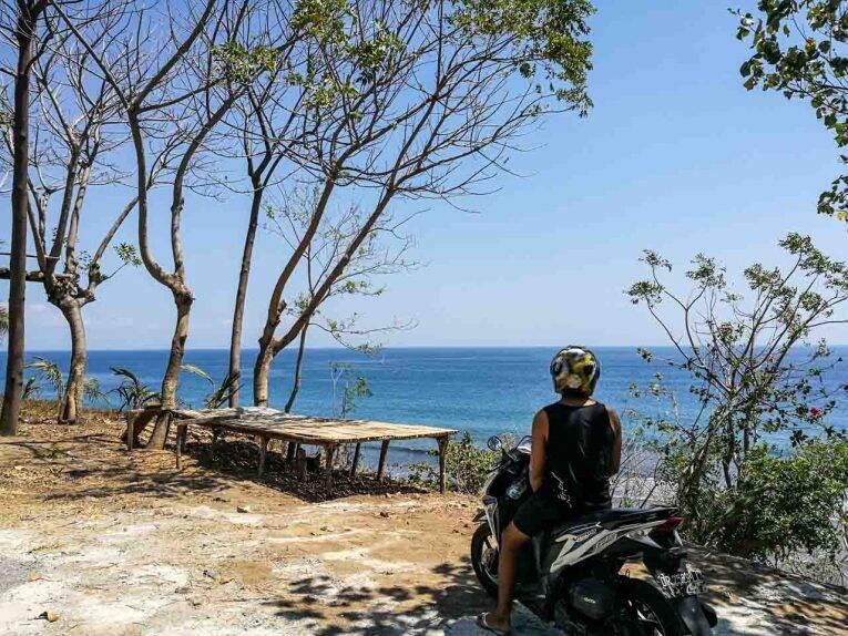 Bruno curtindo a paisagem da maravilhosa ilha de Lombok, na Indonésia