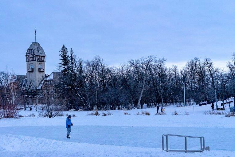 Pista de patinação do Assiniboine Park no inverno de Winnipeg.