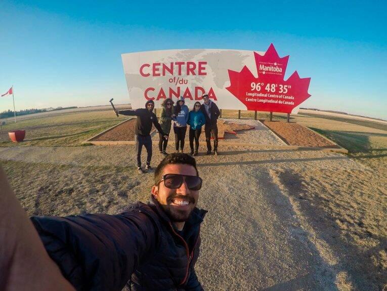 Com os amigos no centro do Canadá (Centre of Canada). Winnipeg, Manitoba