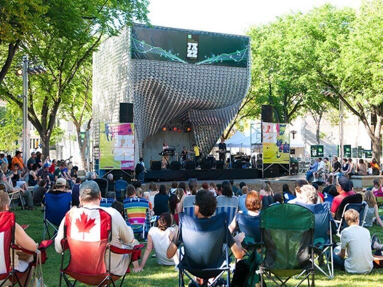 Shows do TD Winnipeg International Jazz Festival no The Cube, região central da cidade.
