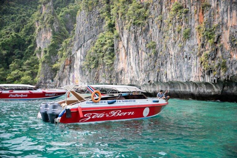 Lancha para passeio em Phi Phi - barco na Tailândia