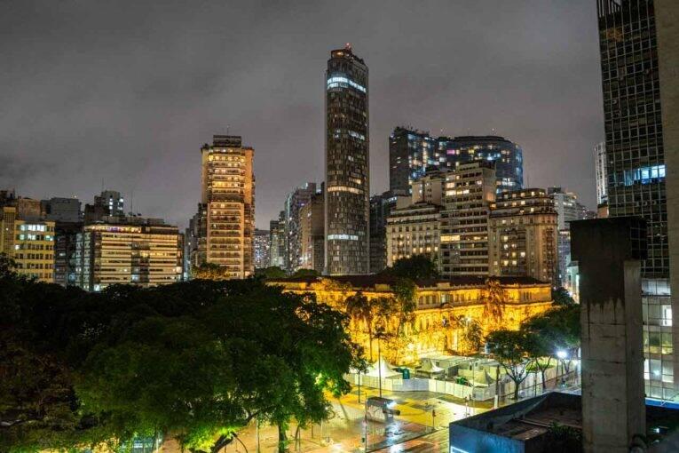 Airbnb em frente a Praça da República em São Paulo.
