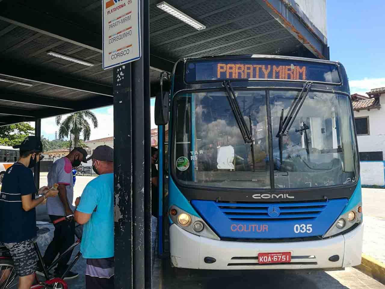 Dica de como chegar no Saco do Mamanguá: Ônibus da Rodoviária de Paraty para Paraty Mirim, demora cerca de 40 minutos.