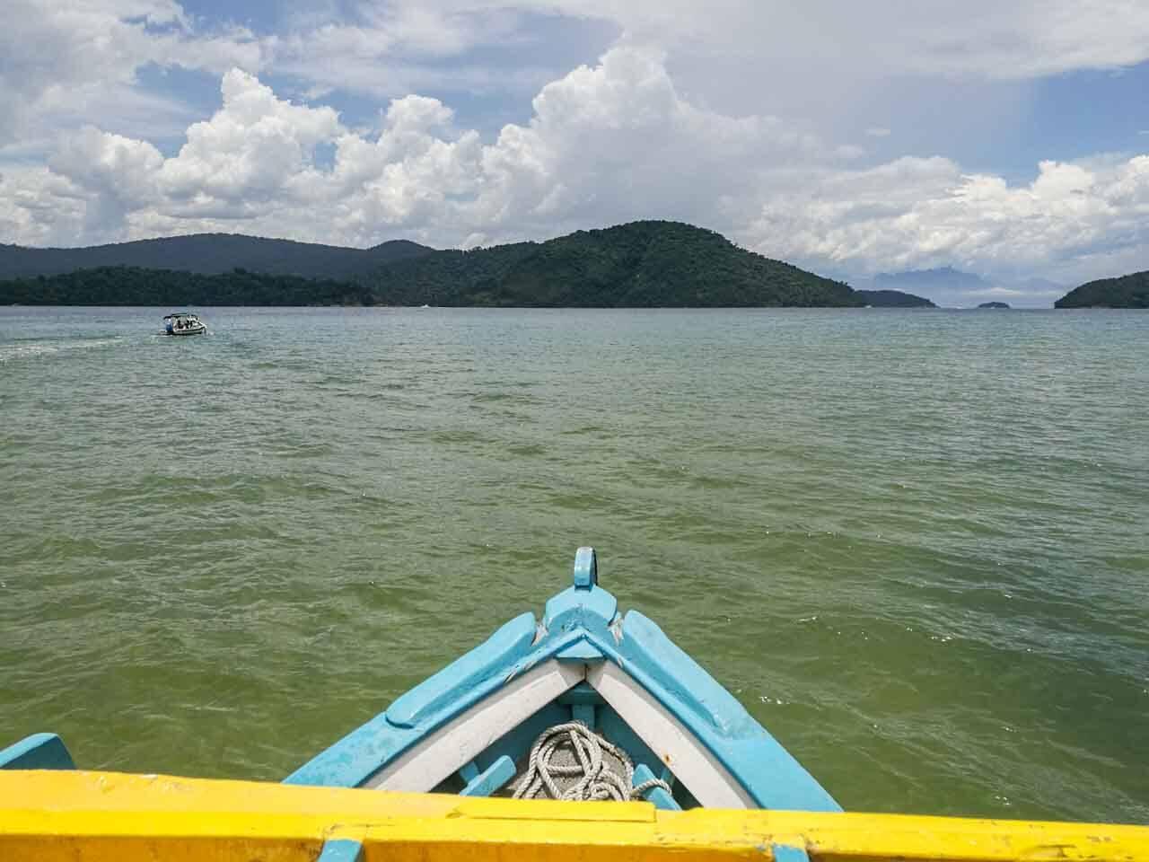Passeio de barco no Saco do Mamanguá, Paraty.