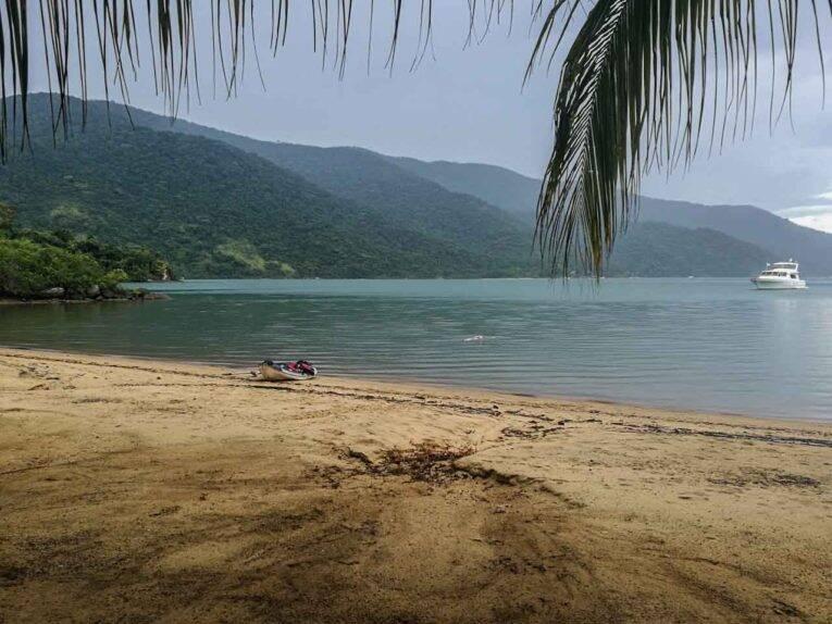 As praias do Saco tem águas verdinhas e super calmas.