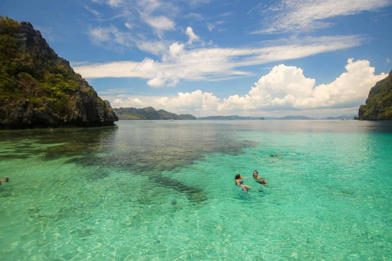 A principal atração de El Nido: suas águas cristalinas e praias paradisíacas