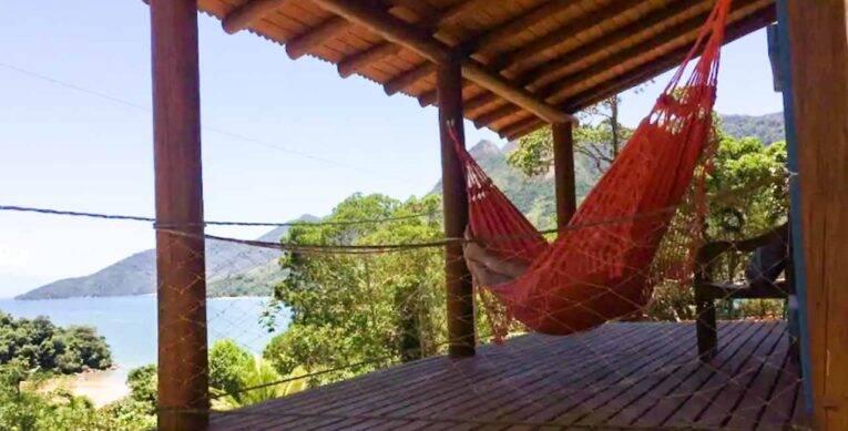 Sombra e água fresca nesse Airbnb no Saco do Mamanguá.