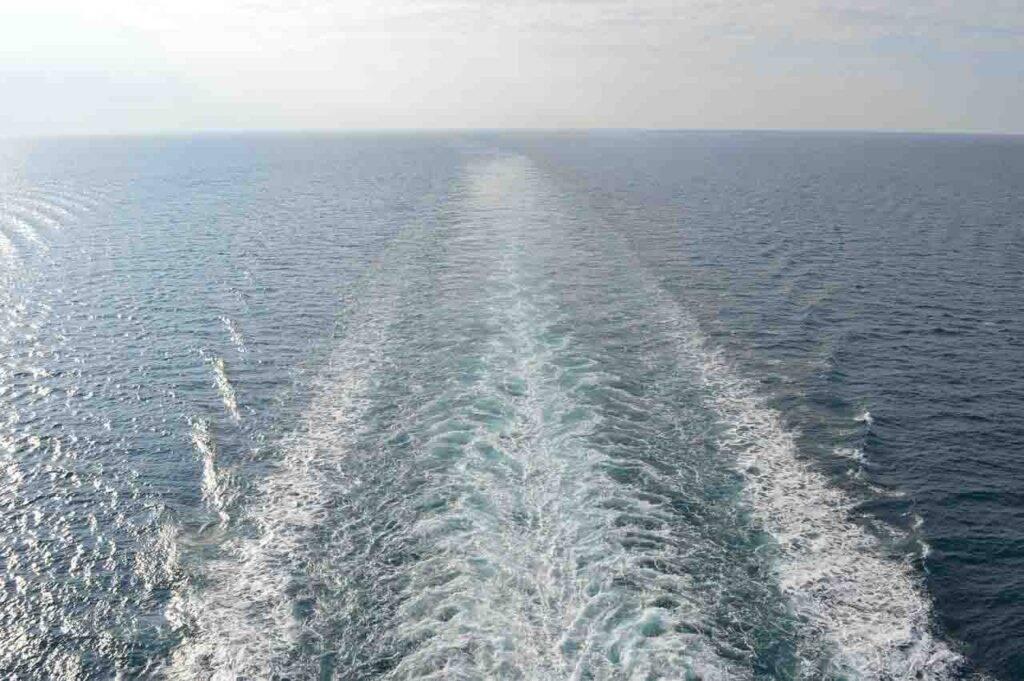 Uma da vistas que eu mais gostava: ficar na popa do navio observando o mar e as ondas - trabalhar em navio diferente