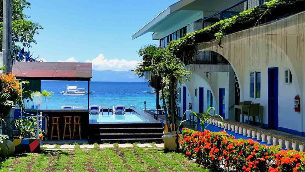 Pescadores Seaview Suites em Moalboal nas Filipinas.