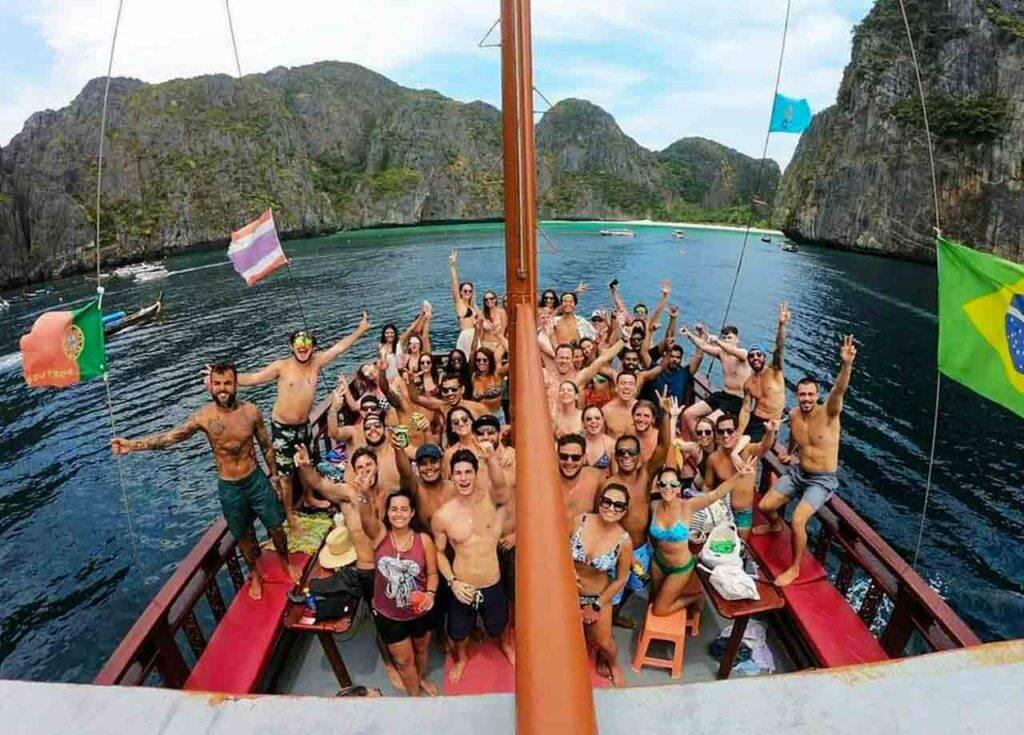 Barco Pirata Phi Phi - grupo no barco