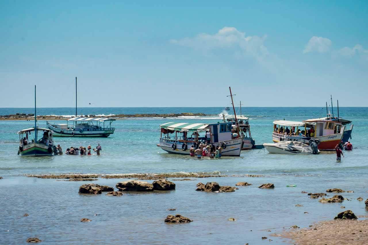 Barcos de passeio no Nordeste Brasileiro