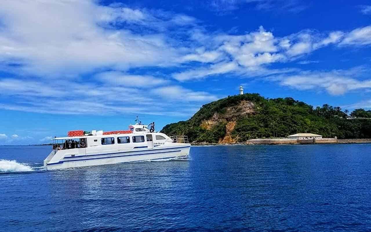 O tempo de viagem de catamarã de Salvador a Morro de São Paulo é cerca de 2 horas.