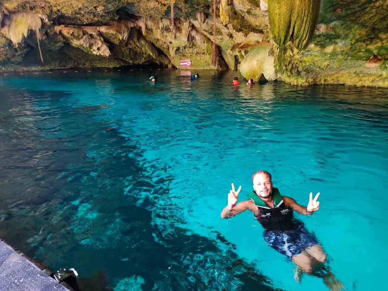 Cenote em Cancun no México.