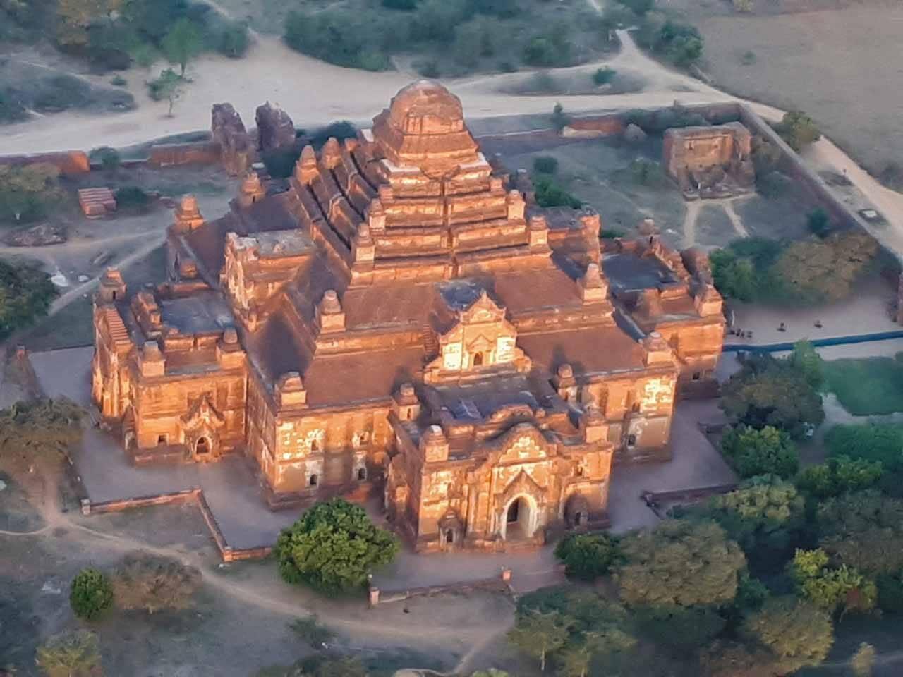 Imagina olhar a quantidade imensa de templos lá de cima no voo de balão em Bagan?