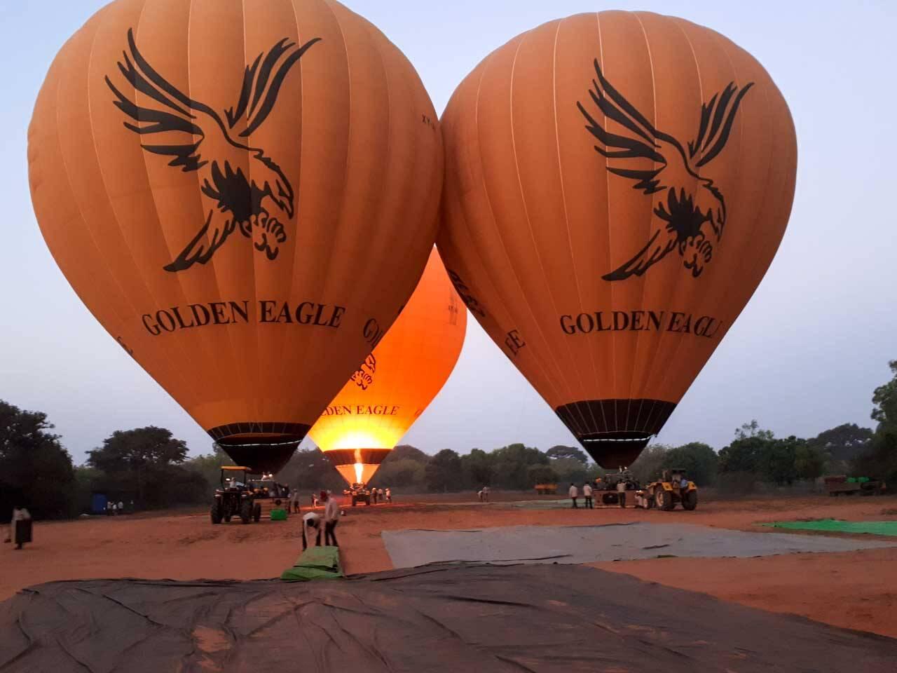 Balões da empresa Golden Eagle no Myanmar.