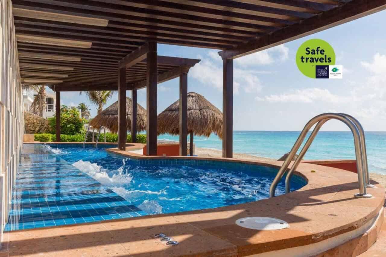Piscina do hotel all inclusive que o Will ficou com o Pacote Hurb Cancun