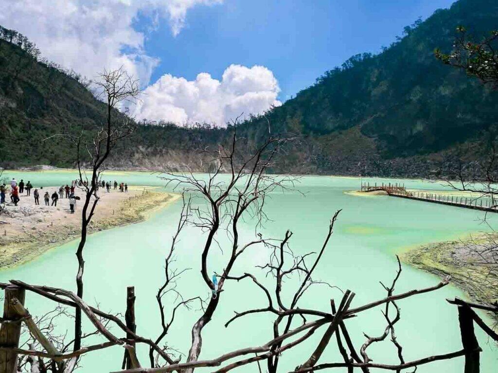 Kawah Putih, a cratera vulcanica na região de Bandung, em Java, na Indonésia - seguro viagem para Indonésia