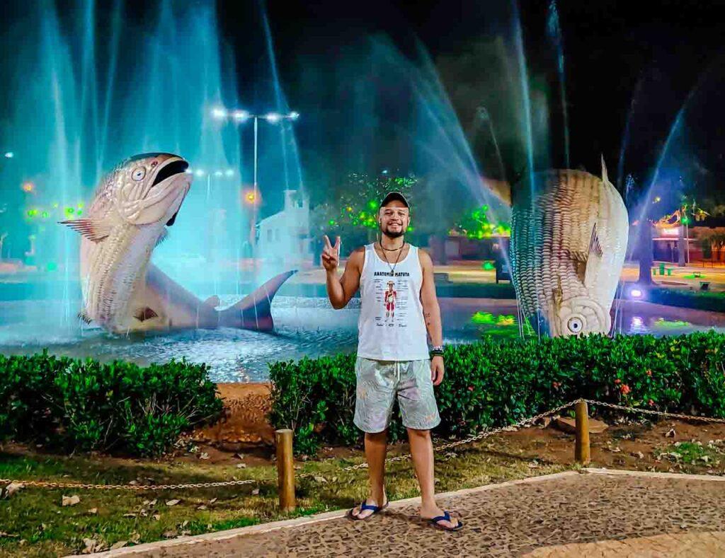 Praça de Bonito com os dois peixes da região