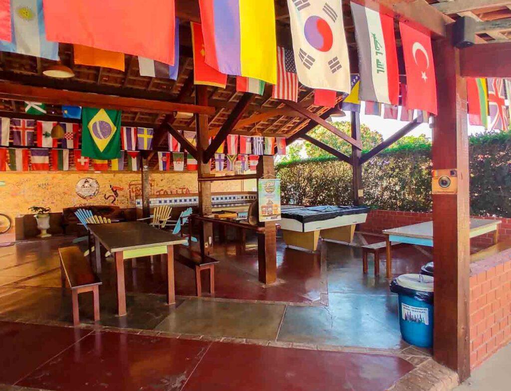 Área comum do HI Hostel Bonito.