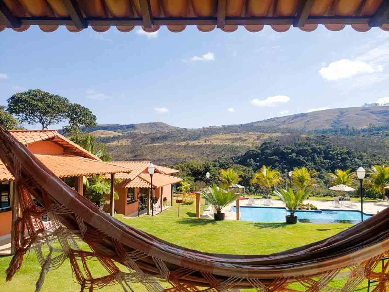 Rede e piscina com vista para as montanhas, precisa de algo mais? Pousada Cachoeiras da Mata