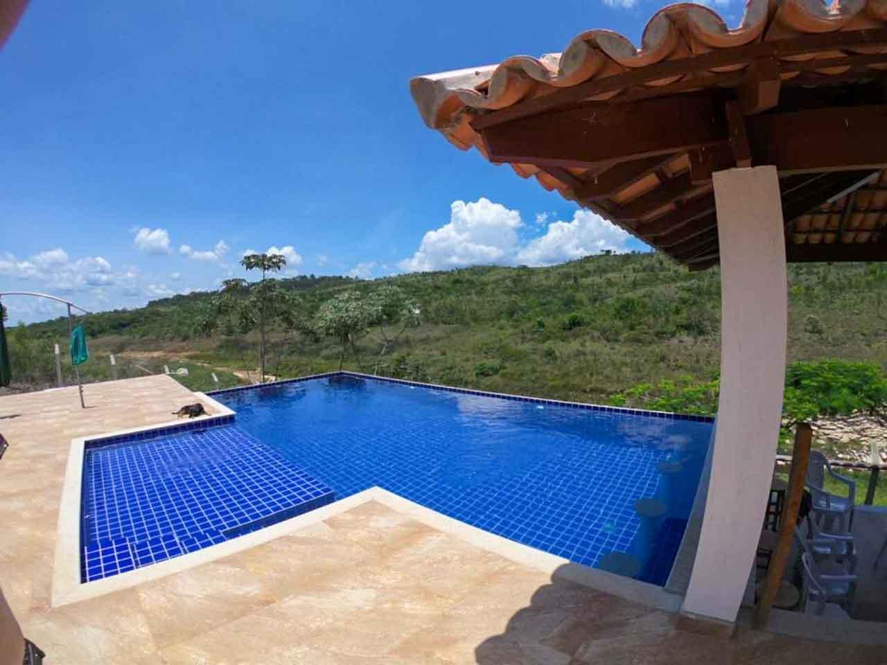 Suítes Canaã e uma das piscinas panorâmicas mais lindas de Capitólio.